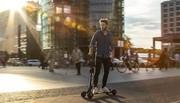 Audi dévoile l'e-tron Scooter et invente le mix entre trottinette et skateboard