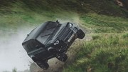 Le Land Rover Defender 110 s'envoie en l'air dans James Bond