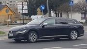 La future Volkswagen Arteon Shooting Brake surprise sur la route