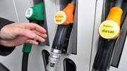 Les cours du pétrole s'effondrent, les prix des carburants chutent