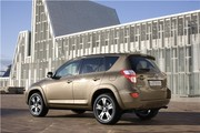 Toyota RAV4 : Il fait la chasse au CO2