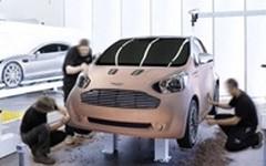Une petite iQ badgée Aston Martin en cadeau pour les acheteurs de DBS, DB9 ou Vantage