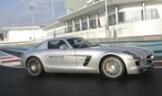 Mercedes SLS AMG sur le circuit d'Abu Dhabi