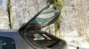 Un caisson de basses dans la vitre d'une voiture !