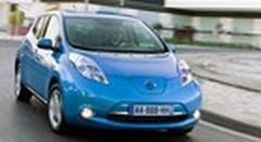Emission Automoto : nouvelle Ferrari FF, dossier scooters, essai de l'électrique Nissan Leaf