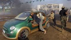 Les rebelles libyens emportent la Fiat 500 Castagna de Muammar Kadhafi. Mais pour où ?