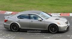 Une super Lexus LS à moteur V10 650 chevaux ?