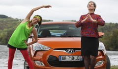 Les drôles de dames de Caradisiac testent le Hyundai Veloster