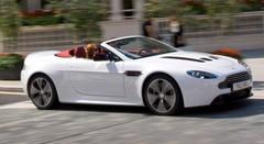 Aston Martin V12 Vantage Roadster : Mélodie en stéréo !