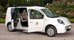 Renault : un véhicule électrique exclusif livré au Pape Benoît XVI