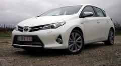 Essai Toyota Auris Hybride et 2.0 D-4D (2013)
