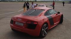 Au volant de l'Audi R8 e tron : une décharge électrique !