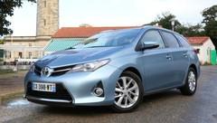Essai Toyota Auris Touring Sports Hybrid ou diesel : laquelle choisir ?
