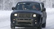 Jeep Jeepster : Bébé grimpe aux arbres