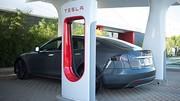 Tesla inaugure son premier ''Superchargeur'' en France