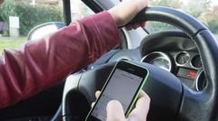En cas d'accident, la police anglaise saisira le téléphone du conducteur