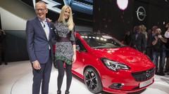 Entre l'Opel Corsa et Claudia Schiffer, qui est la vedette ?