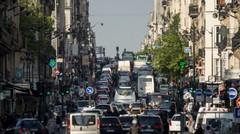 """Autocars et poids lourds """"les plus polluants"""" interdits à Paris dès le 1er juillet"""
