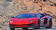 La Lamborghini Aventador SV surprise totalement à découvert !