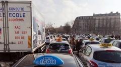 """Auto-écoles : opérations """"escargot"""" contre loi Macron"""