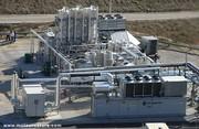 Le gaz naturel liquide coule de la décharge