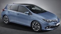 Toyota Auris 2015 : premières images du restylage avant Genève