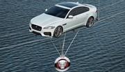 La Jaguar XF joue les équilibristes pour illustrer sa légèreté
