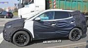 L'Hyundai Santa Fe 2016 laisse déjà apercevoir son intérieur