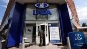 Les ventes de voitures neuves en Russie poursuivent leur chute