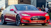 Tesla : le pilotage automatique disponible le 15 octobre