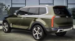Le gros SUV Kia Telluride sort de l'ombre