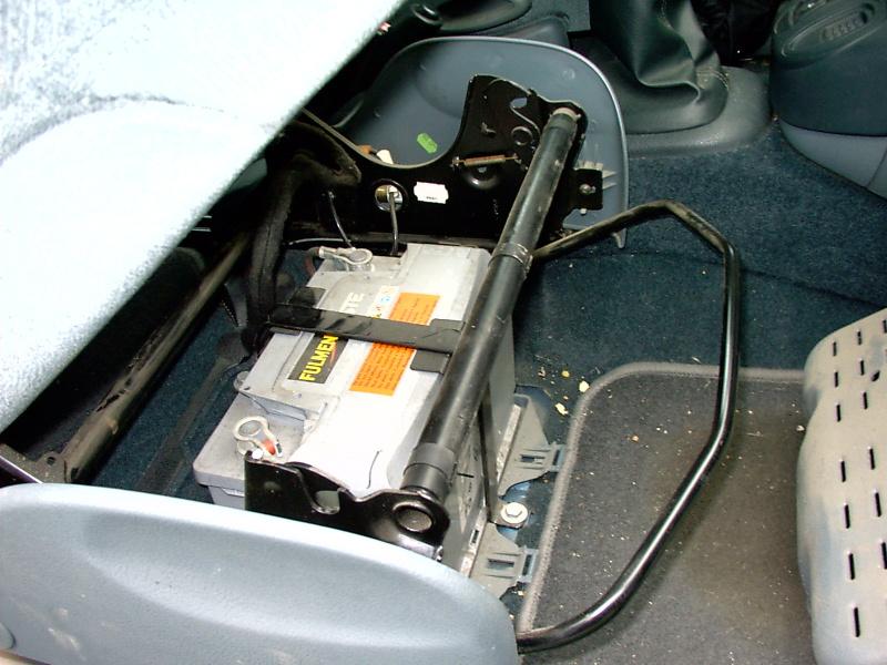 aide pour accéder à la batterie sur renault scenic phase 1 - auto titre