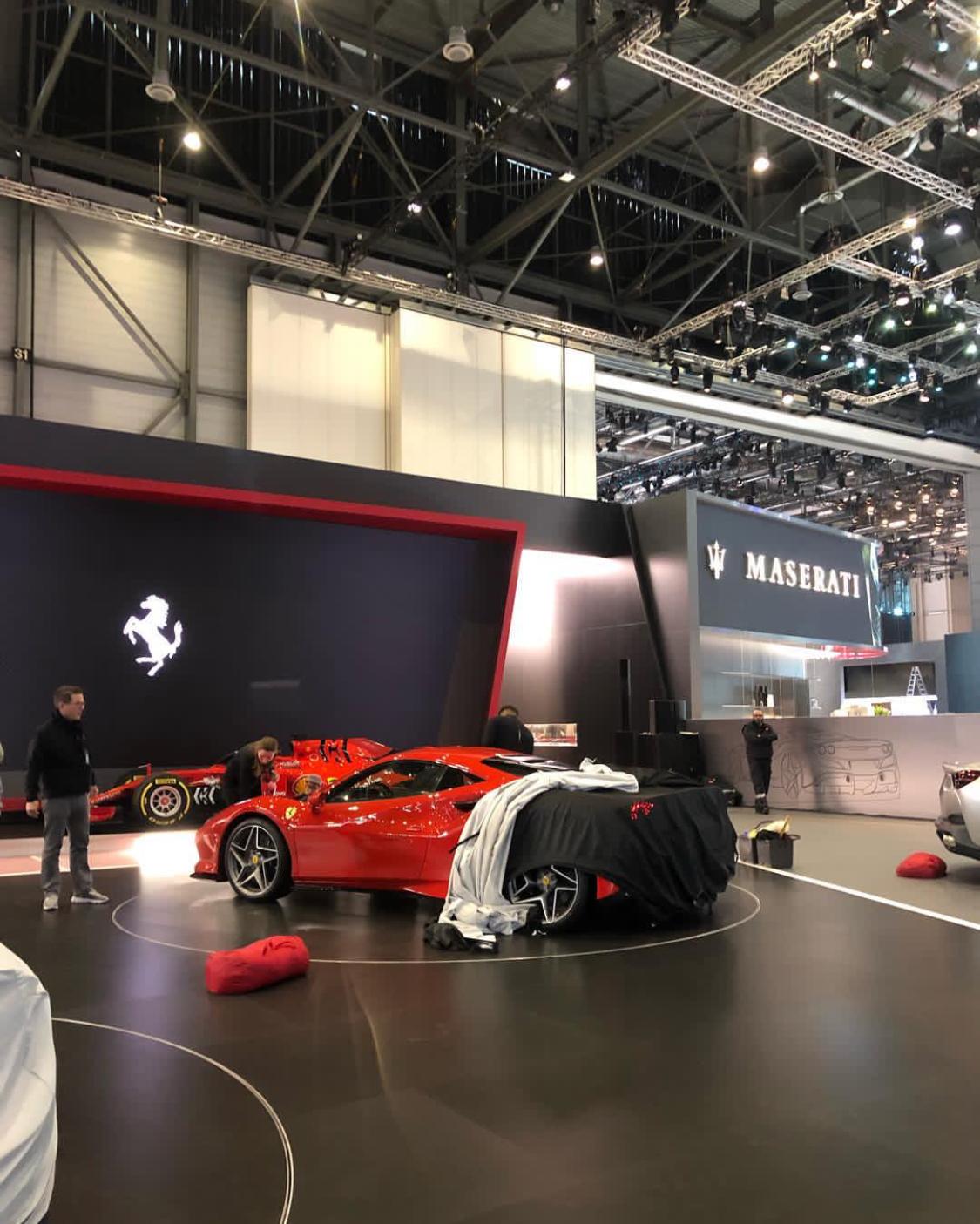 F8 Tributo Interior: Ferrari F8 Tributo