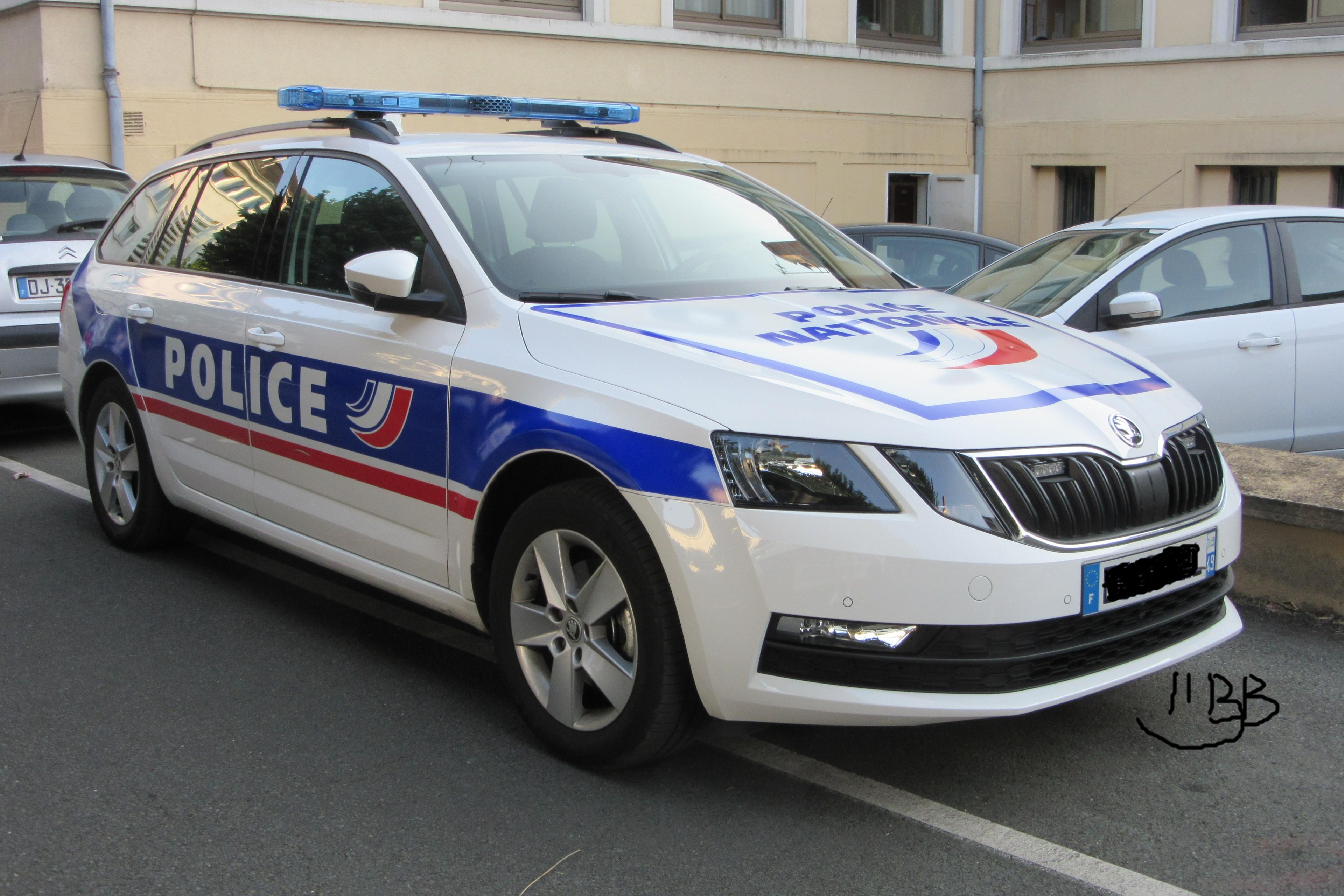 photos de voitures de police page 2704 auto titre. Black Bedroom Furniture Sets. Home Design Ideas