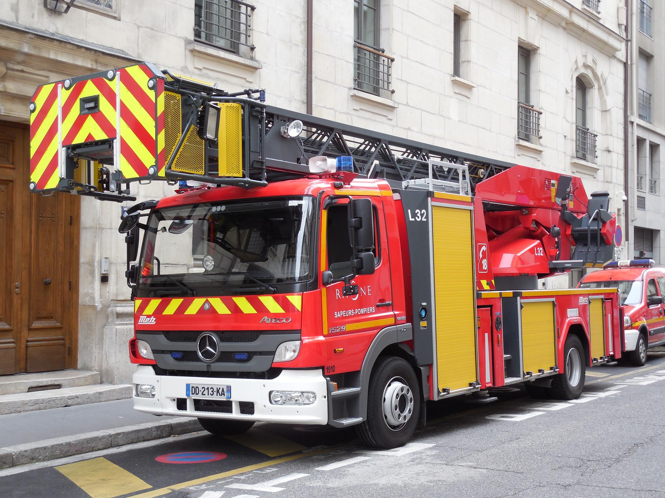 V hicules des pompiers fran ais page 1611 auto titre for Garage auto pertuis